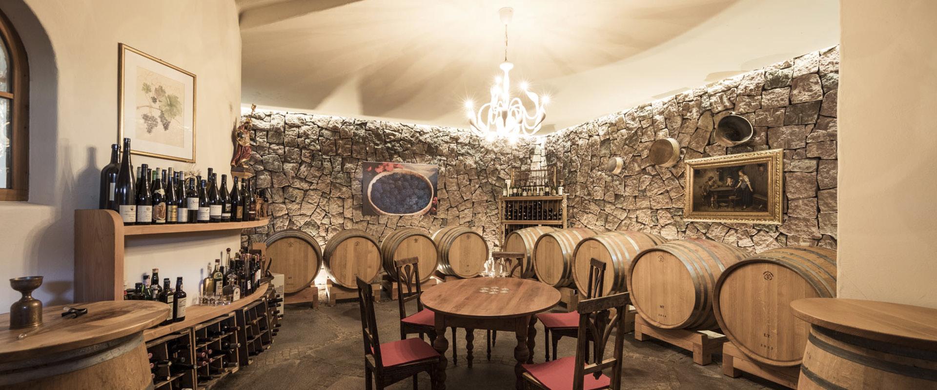 Rotwein Holzfaesser Weingut Dona