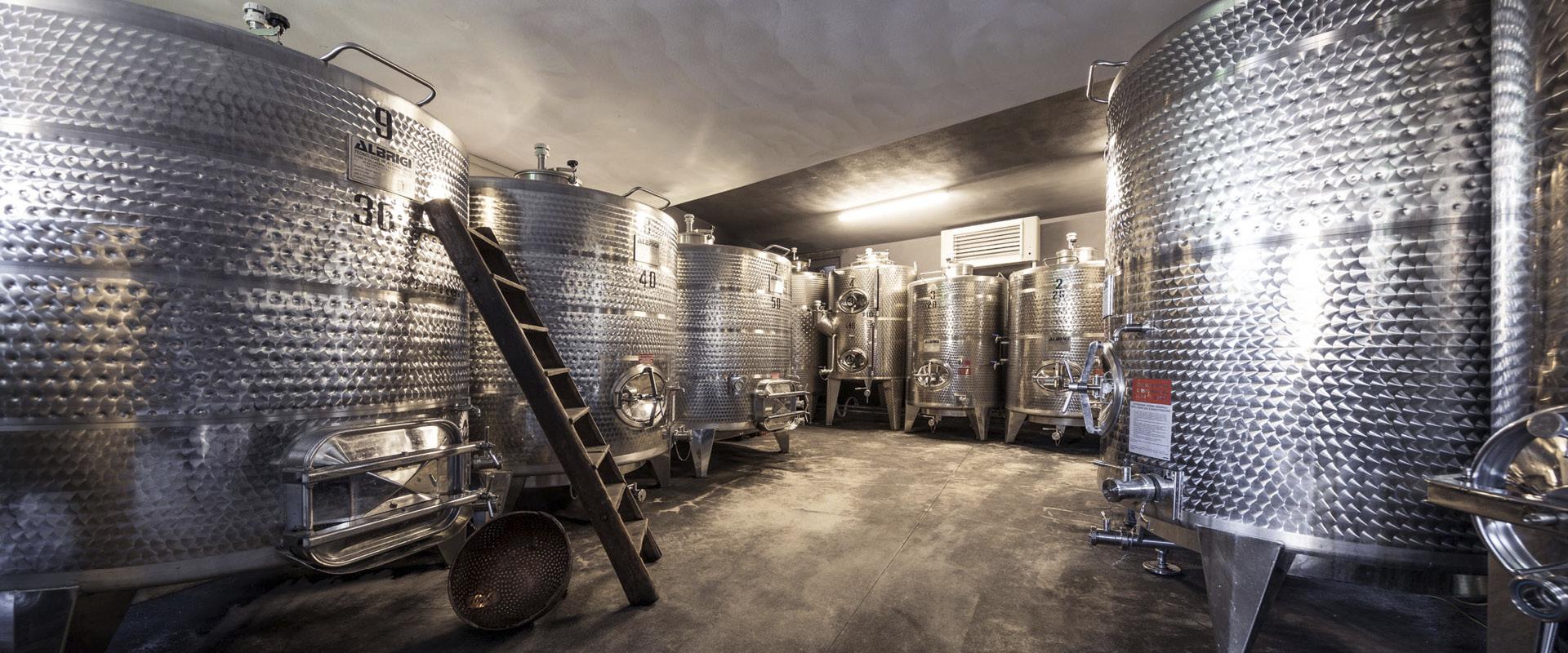 Stahlfaesser Weingut Dona